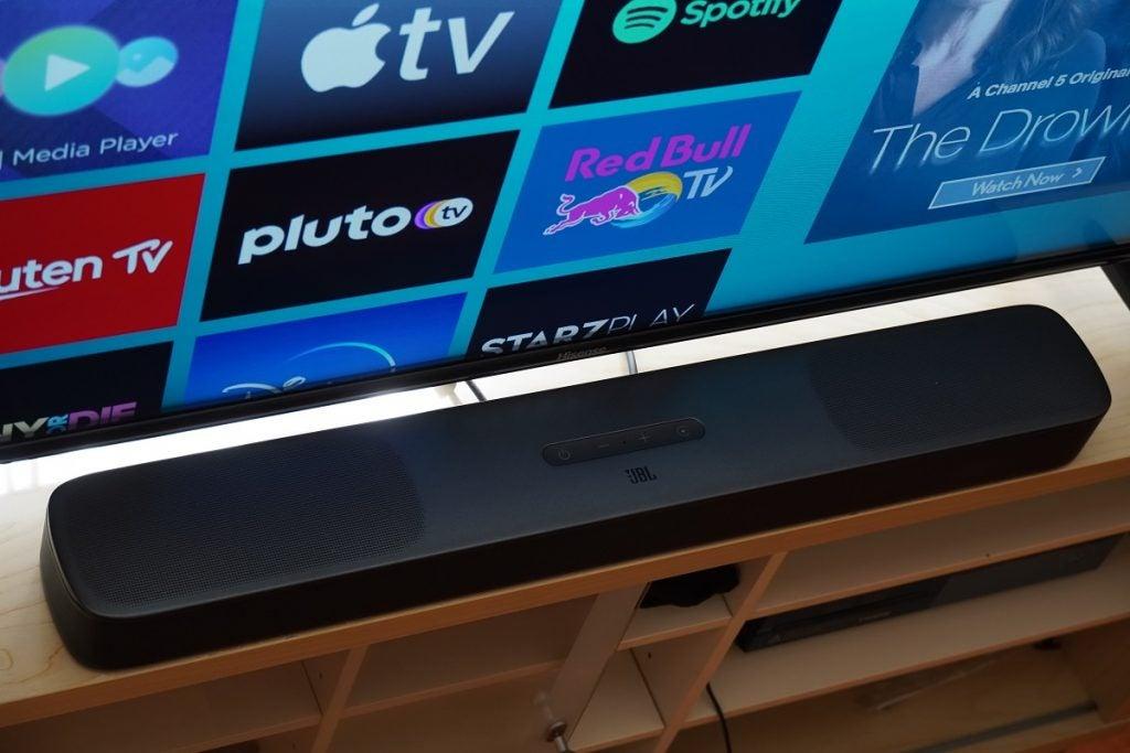 JBL Bar 5.0 MultiBeam med TV