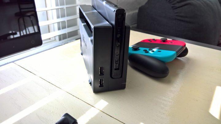 Nintendo Switch med Joy-Con Controlers & Dock.