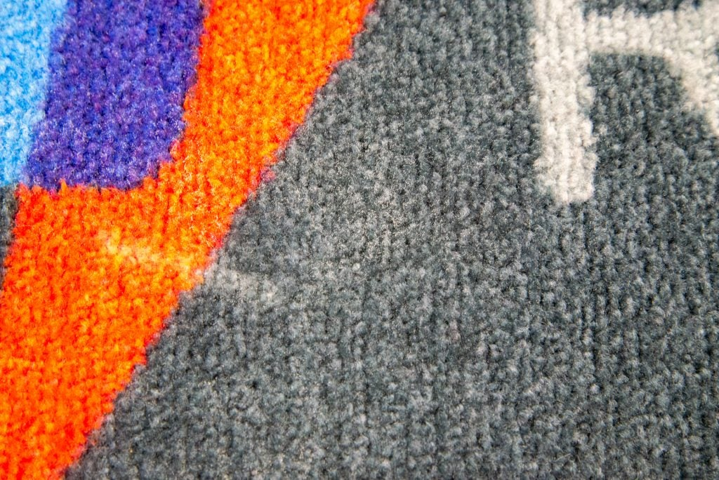 Dyson Micro 1,5 kg ren matta på nära håll