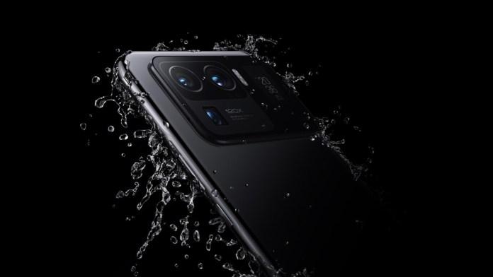 Vad du ska göra om din mobil faller i vattnet