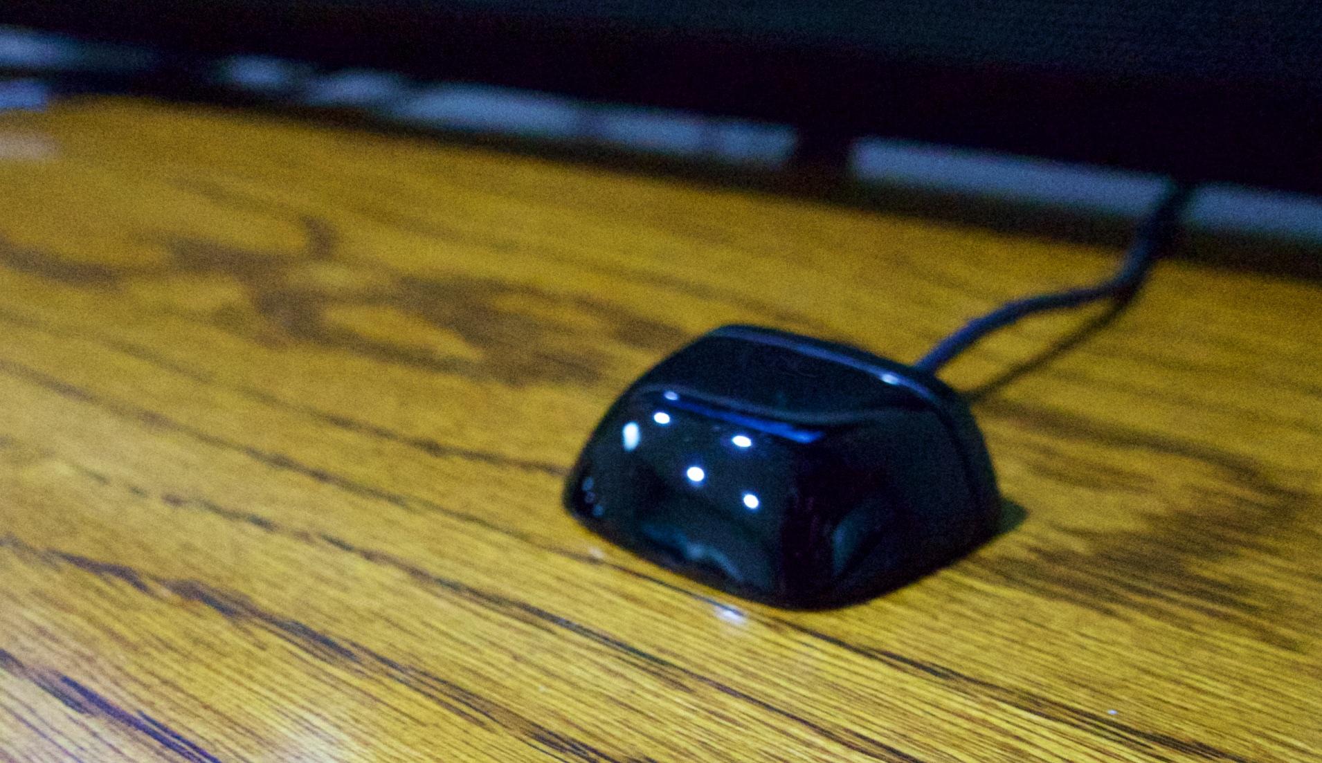 Placera IR-sensorer för att styra dina enheter.