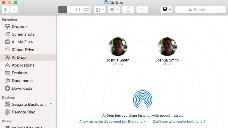Hitta den iPhone du vill AirDrop till från Finder på Mac.