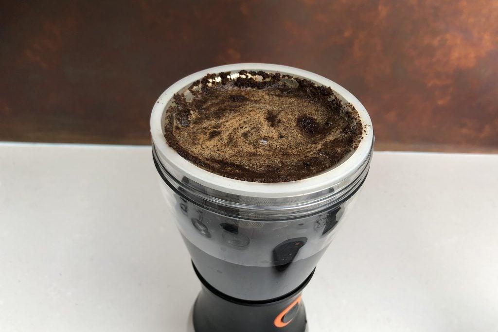 Asobu Cold Brew kaffebryggare med kaffe i