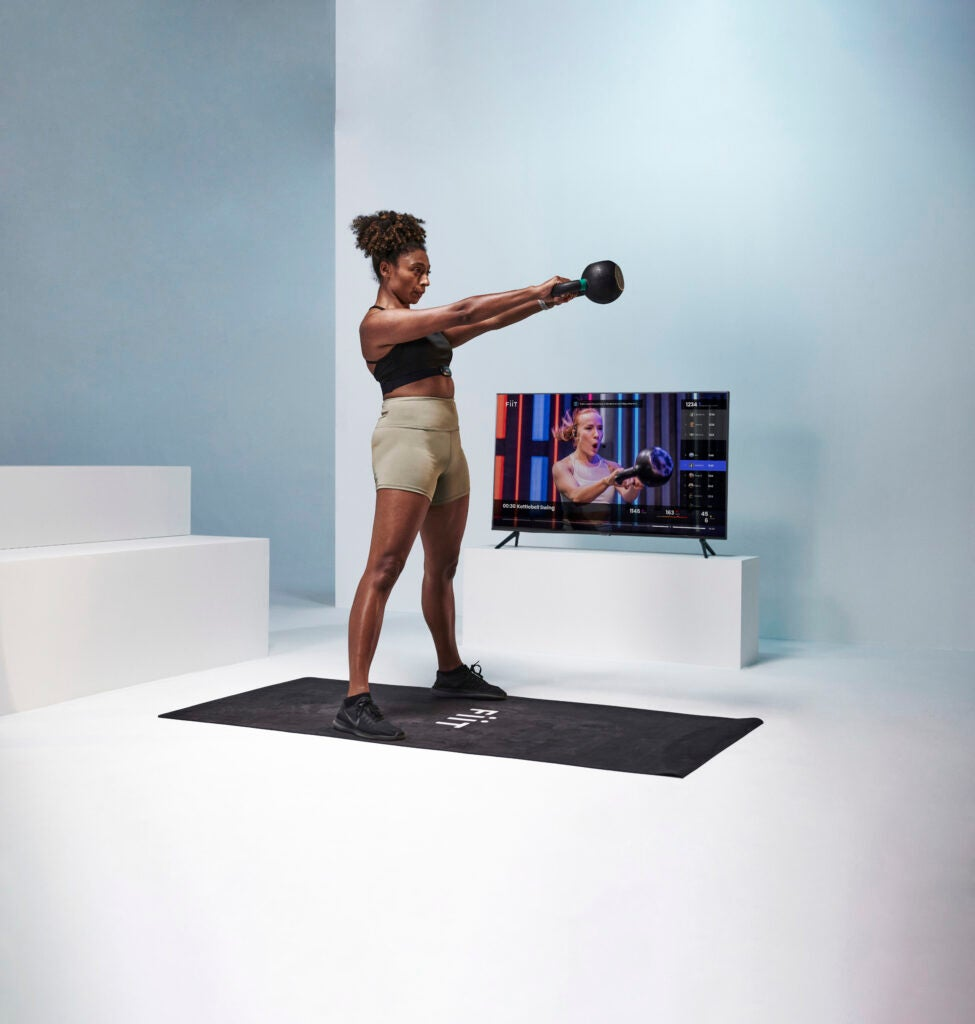 Fiit tillåter användare att få tillgång till tränare från deras Samsung eller Amazon Fire TV, samtidigt som de spårar dina framsteg live.
