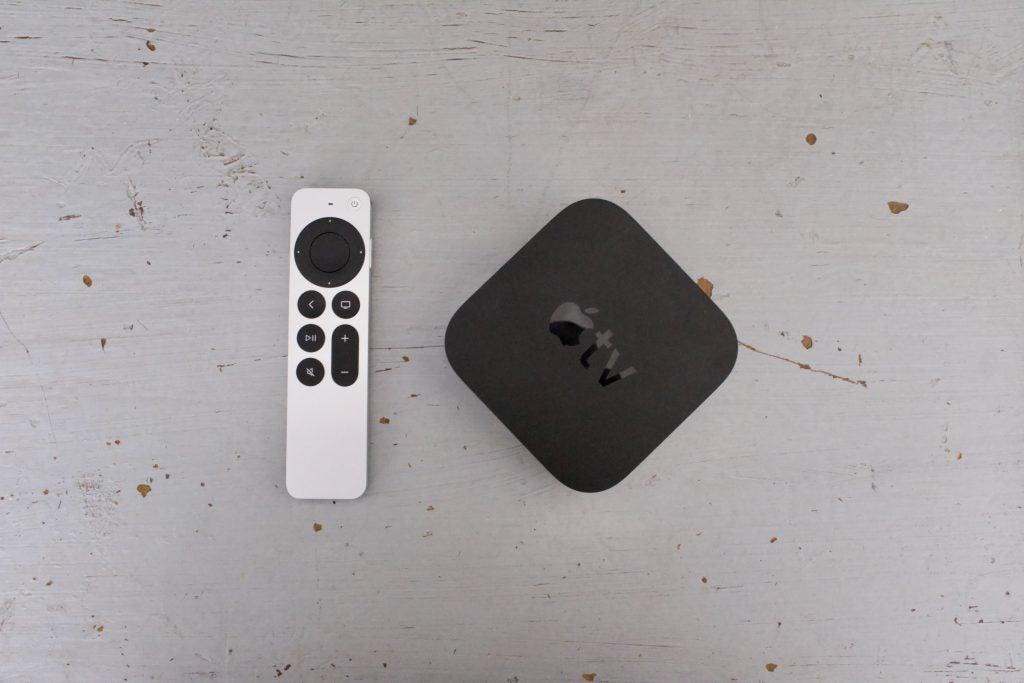 Apple tv 4k 2021 med fjärrkontroll och låda