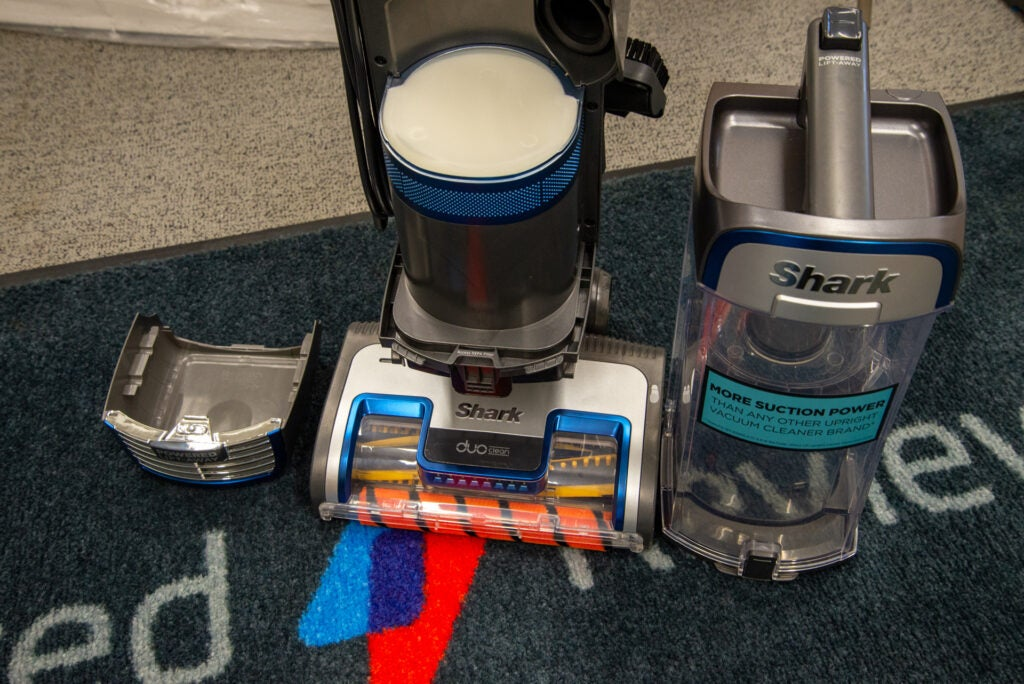 Shark Anti Hair Wrap Upright Dammsugare med Powered Lift-Away och TruePet NZ850UKT behållare och filter