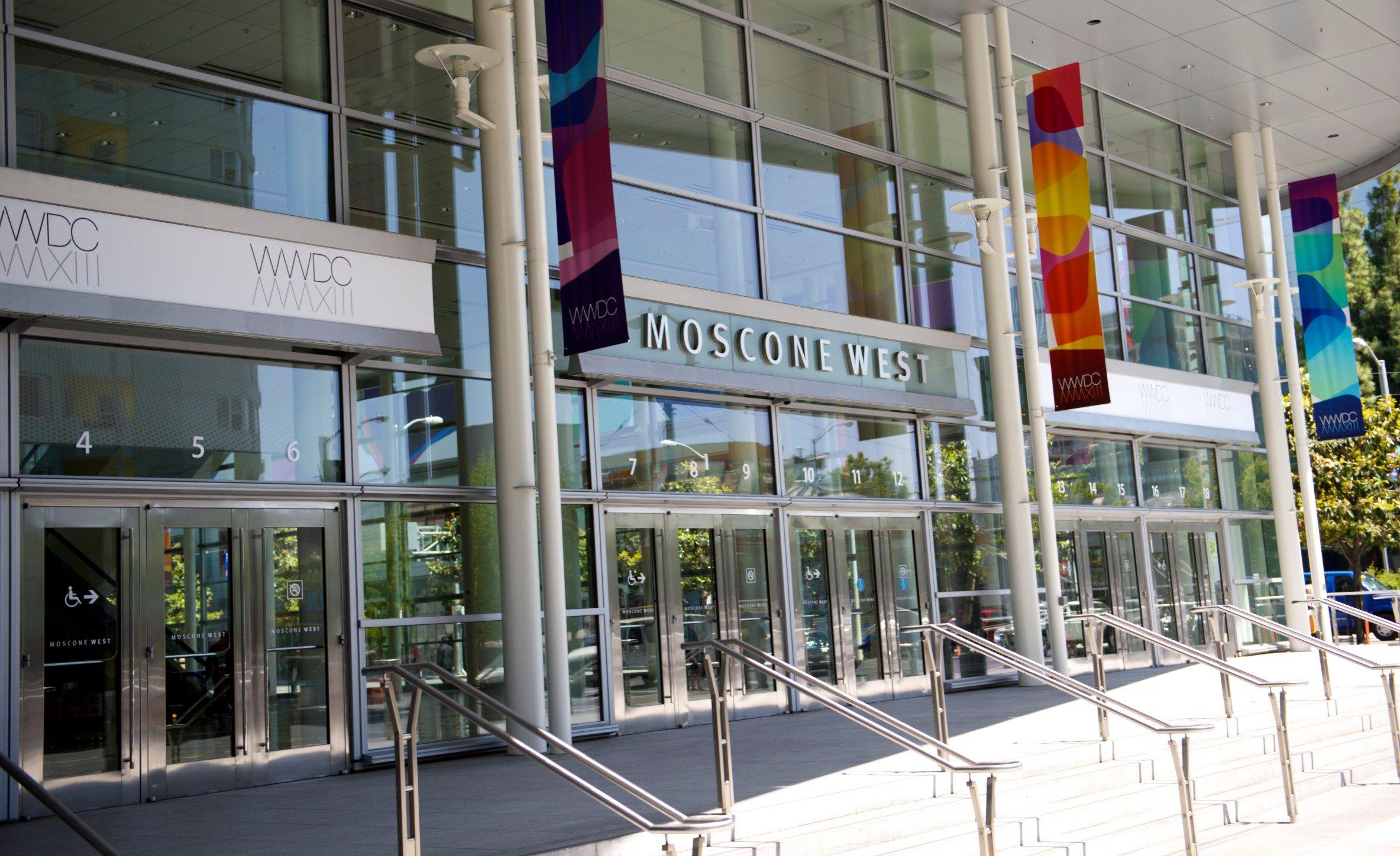 Apple förbereder Moscone -centret för WWDC 2013 för att prata om IOS 7 och OS X.