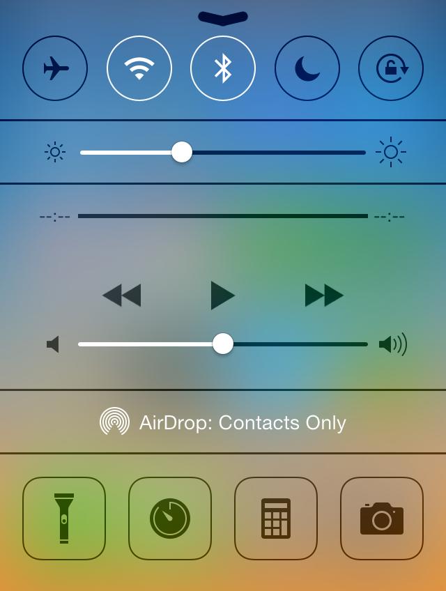 Det nya kontrollcentret, tillgängligt genom att svepa upp från botten av skärmen.