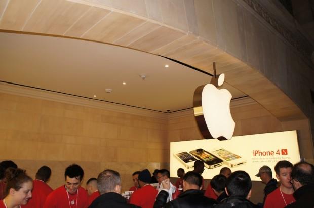 Apple vill att du ska köpa din nya iPhone i en Apple Store, inte på Verizon, AT&T eller Best Buy.