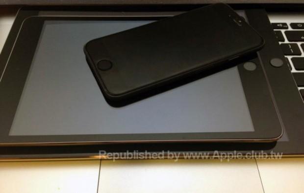 En påstådd iPad mini 3 -modell tillsammans med en påstådd iPad Air 2 och iPhone 6.
