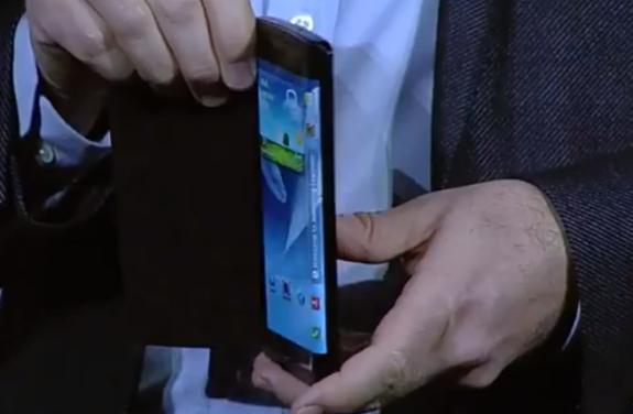 Denna flexibla skärmprototyp från Samsung Youm pekar på nästa strid i skärmar mellan Samsung och Apple.